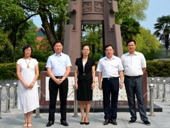 九江市政府副市长李军莅临九江一中慰问教师
